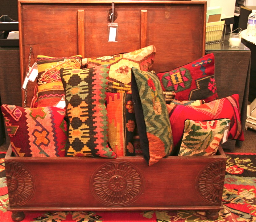 Hirshfield S Color Club: {friday Finds: Kilim Pillows & Wait 'til Wednesday's Sale ...