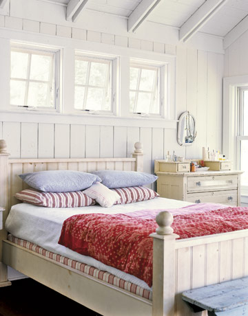 Red-White-Blue-Vintage-Master-Bedroom-HTOURS0107-de