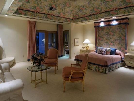 Matching wallpaper and bedskirt