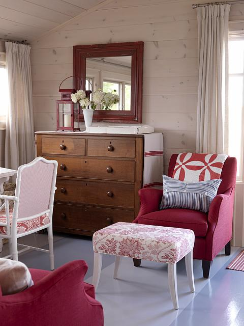 stained plank walls - Sarah Richardson