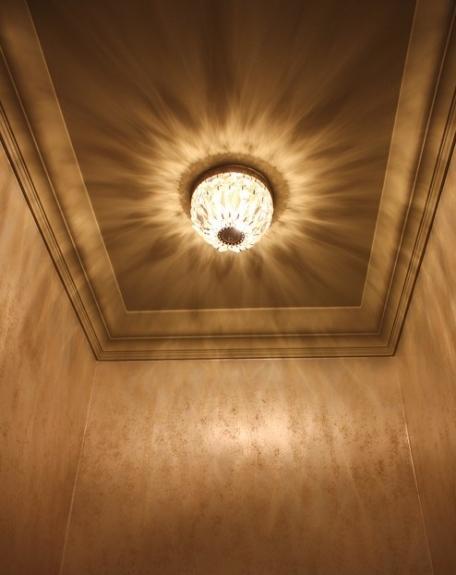 Metallic wallpaper glans up ceiling