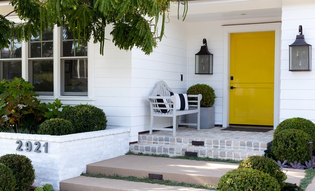 yellow front door Benjamin Moore