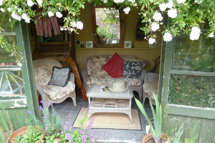 Sitting room shed in Crail