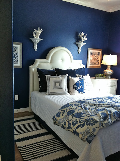 navy blue room