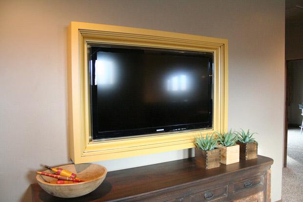 DIY TV Frame | DecoratingYourSmallSpace.com