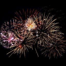 fireworks-1094235_640